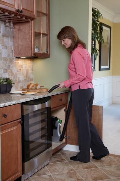 System centralnego odkurzania w kuchni - odkurzanie okruchów z blatu kuchennego